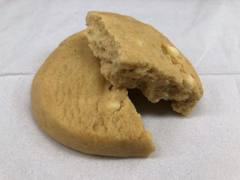 マイプロテイン_プロテインクッキー ホワイトチョコアーモンドの外観