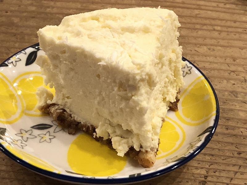糖質70%オフ!ISUPREMEの、低糖質な極厚チーズケーキのカット2