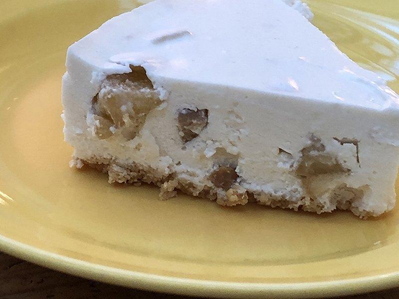 砂糖不使用!IAZFOODの、低糖質なりんごとナッツのレアチーズケーキの断面