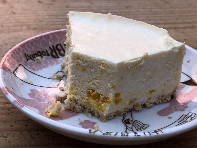 AZFOODの、低糖質な栗かぼちゃのレアチーズケーキの断面