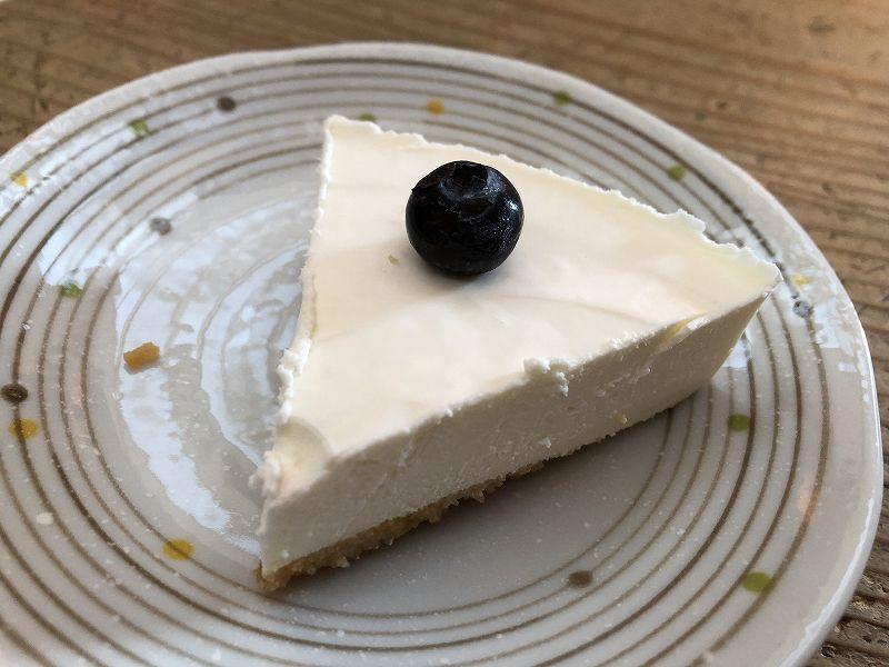 糖質85%オフ!手作りチーズケーキの店エニシダの低糖質なレアチーズケーキの1カット
